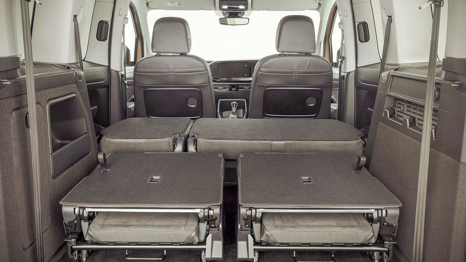 2021 Volkswagen Caddy Trunk Wallpaper