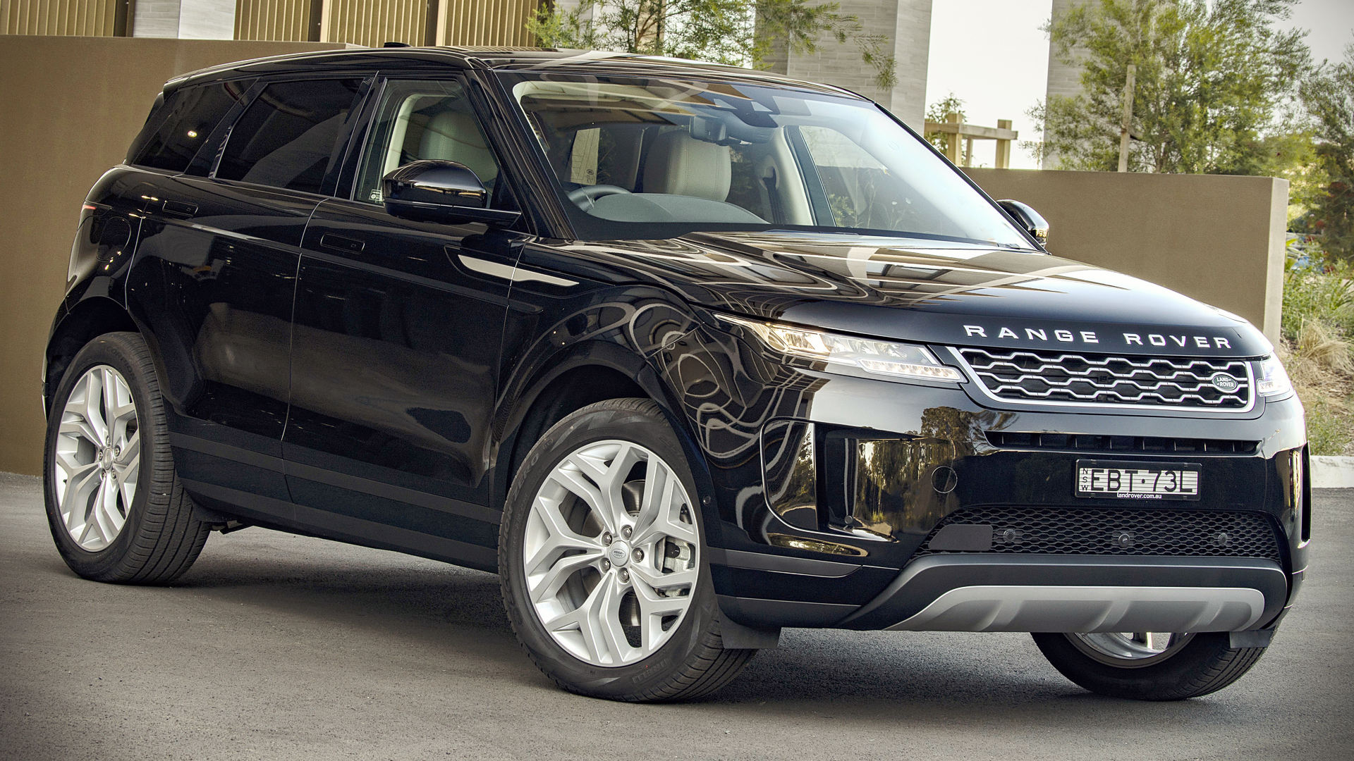 Range Rover Evoque 2020 Black Wallpaper