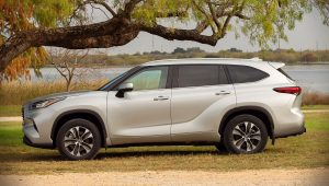 2020 Toyota Highlander XLE Pictures