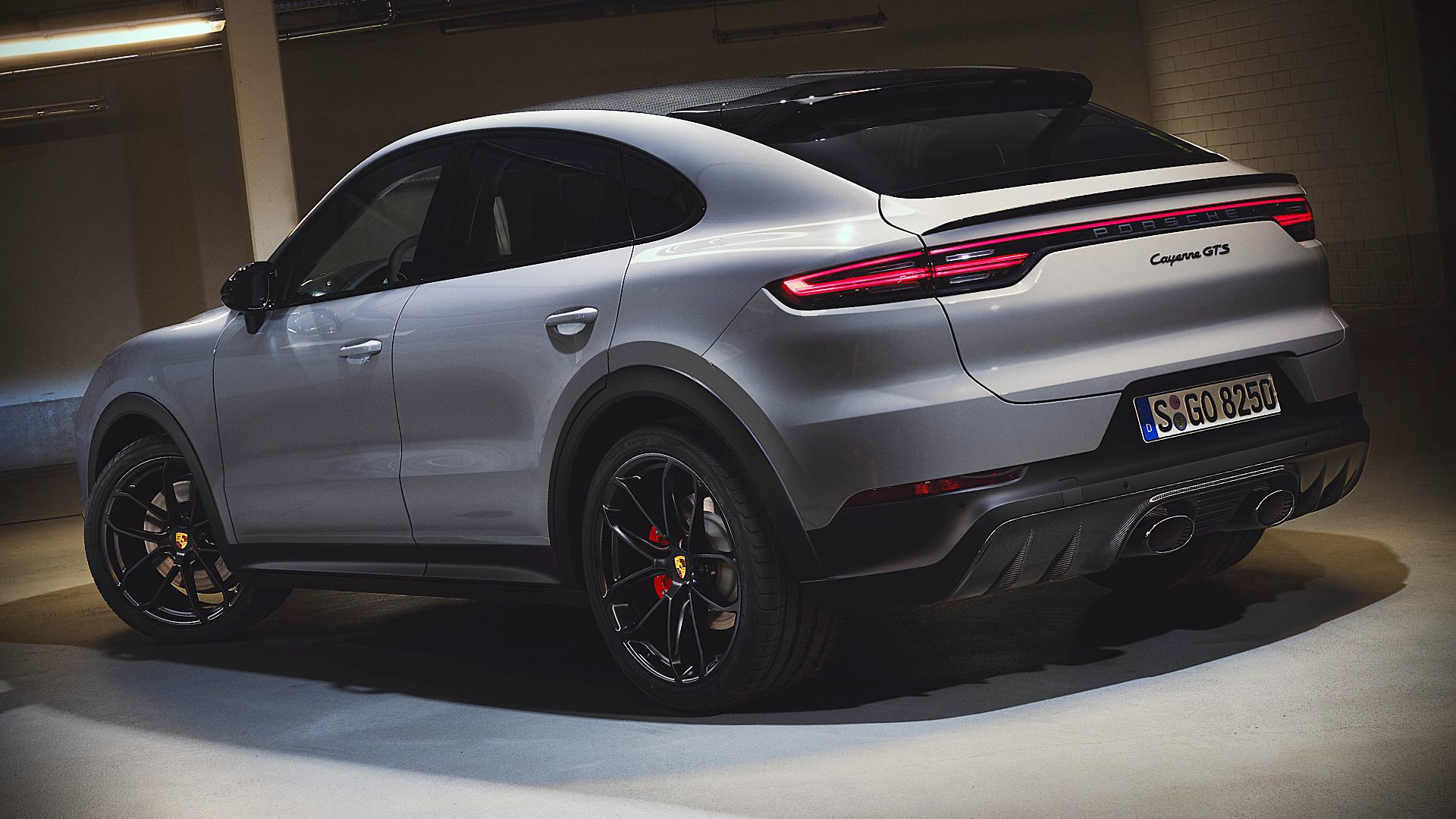 2021 Porsche GTS Cayenne Coupe Pictures