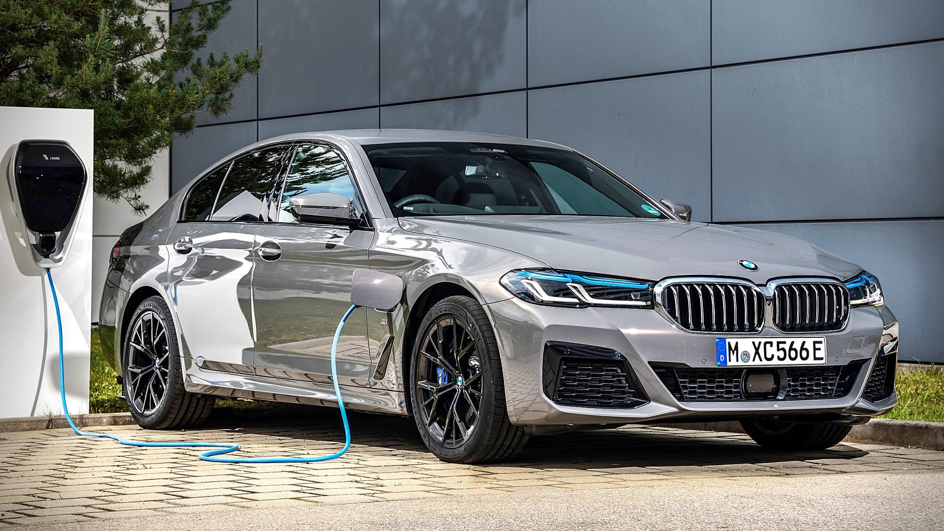 2021 BMW 545e xDrive Hybrid Cars