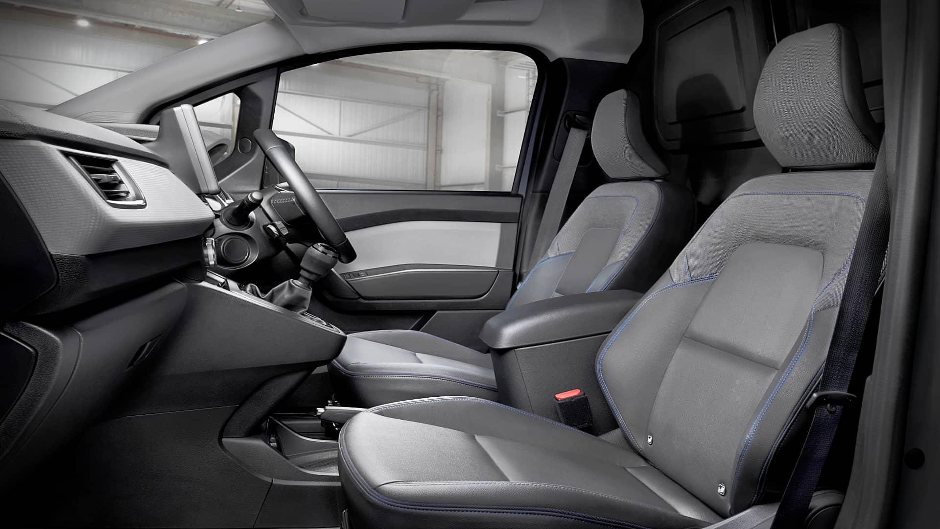 2022 Nissan Townstar Interior